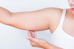 Correggere le braccia adipose precocemente